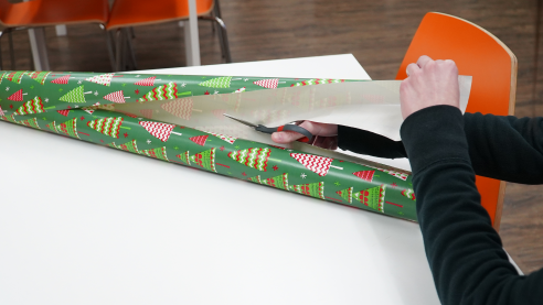 Cutting excess wrapping paper