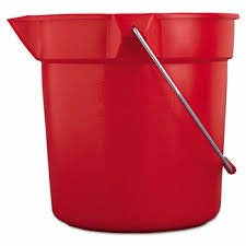 Brute Red Plastic Round 10 Quart Bucket w/ Pouring Spout