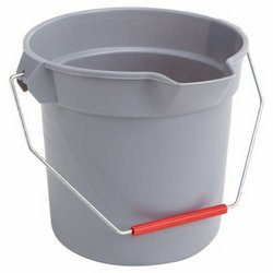 Brute Gray Plastic Round 10 Gal Bucket w/ Pouring Spout