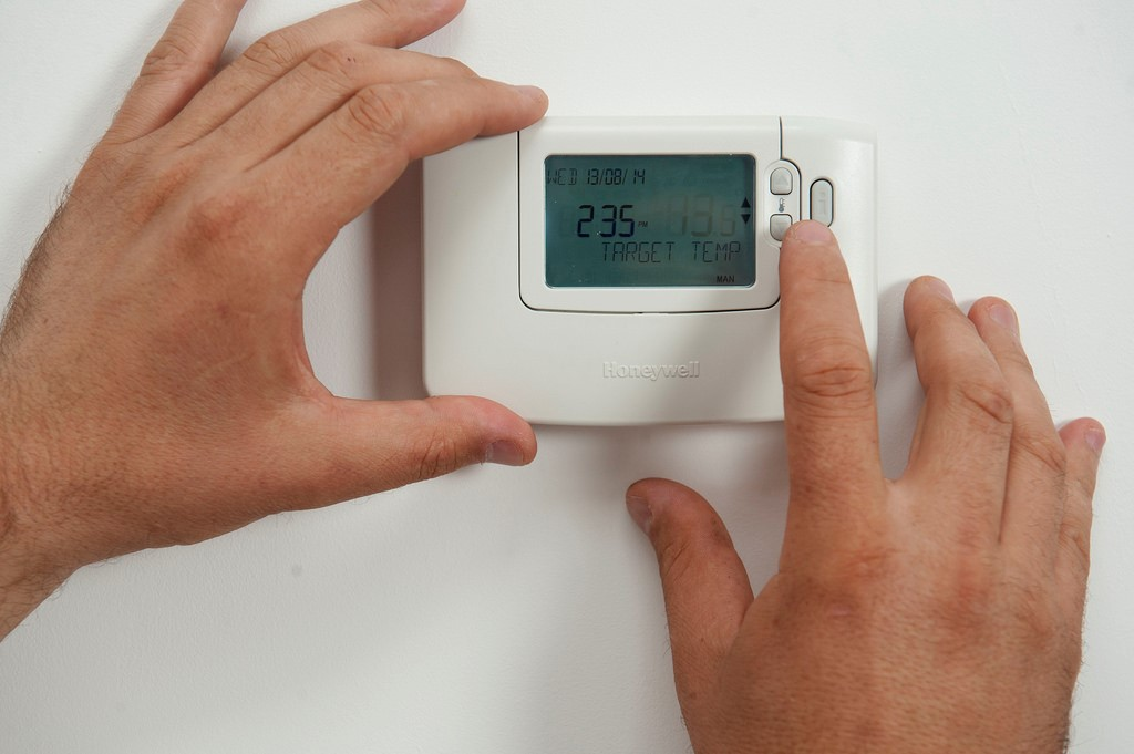 A Line Voltage Thermostat