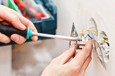 AFCI electrical outlet installation