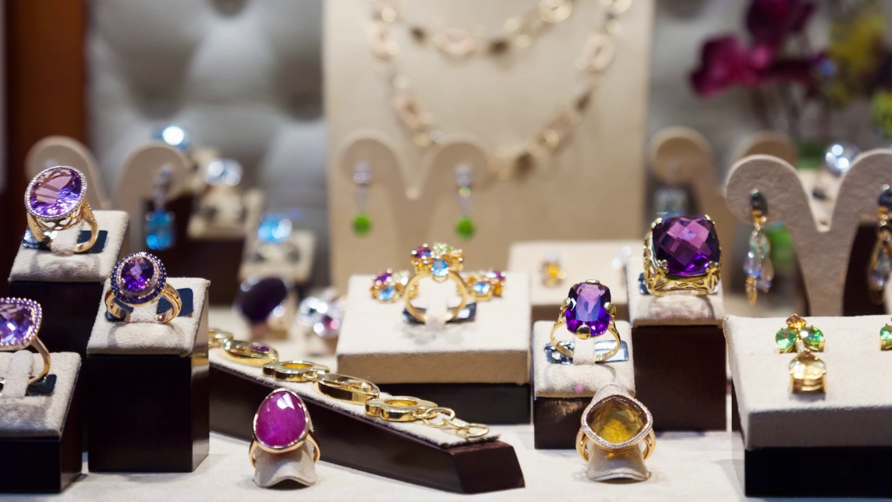 accent lighting for jewelry display case